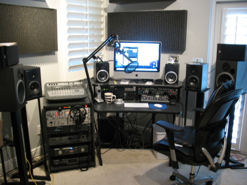 In an upstairs spare bedroom  this cool gray Florida studio has moveable  bass traps to keep everything  dead silent. Voice Over Xtra
